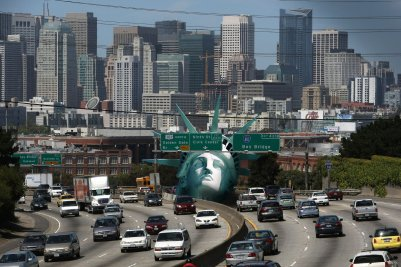 A replica of Lady Liberty's head was hoisted onto a San Francisco freeway Monday to protest American energy policy. (Thibaud Baiguini)